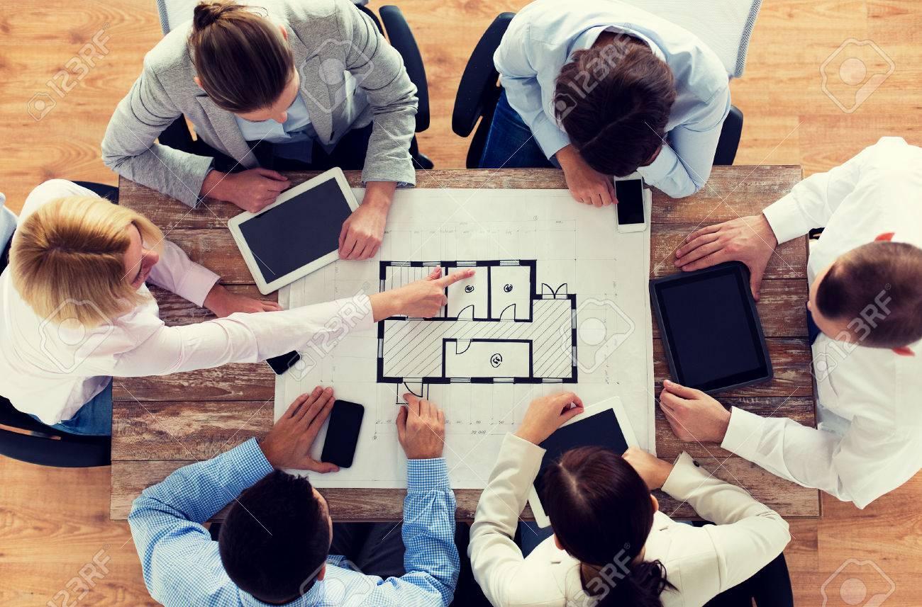 Affaires les gens la technologie et le travail déquipe notion à