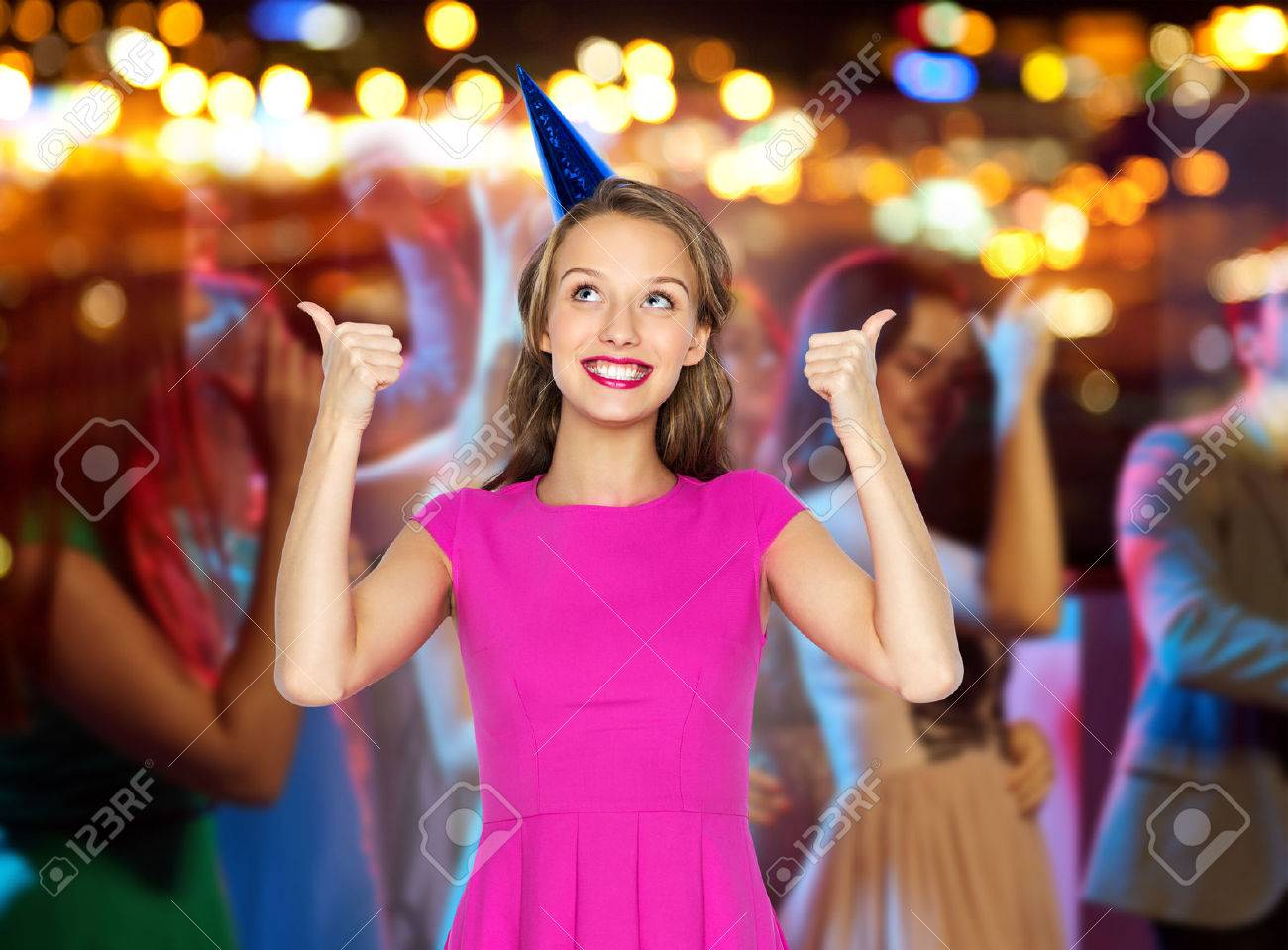 Glückliche Junge Frau Oder Jugendlich Mädchen Im Rosa Kleid Und Hut ...