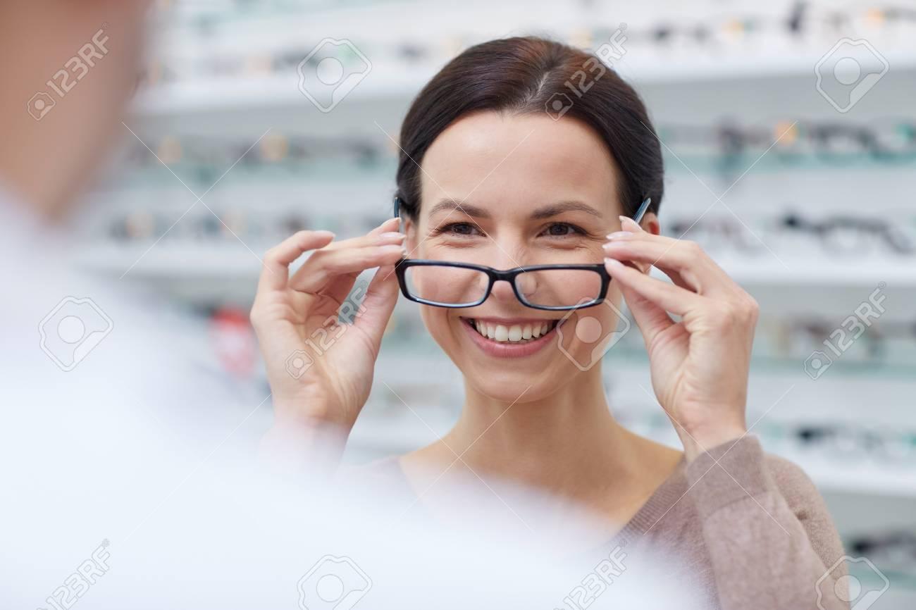Gesundheitswesen, Menschen, Sehkraft Und Vision-Konzept - Glückliche ...