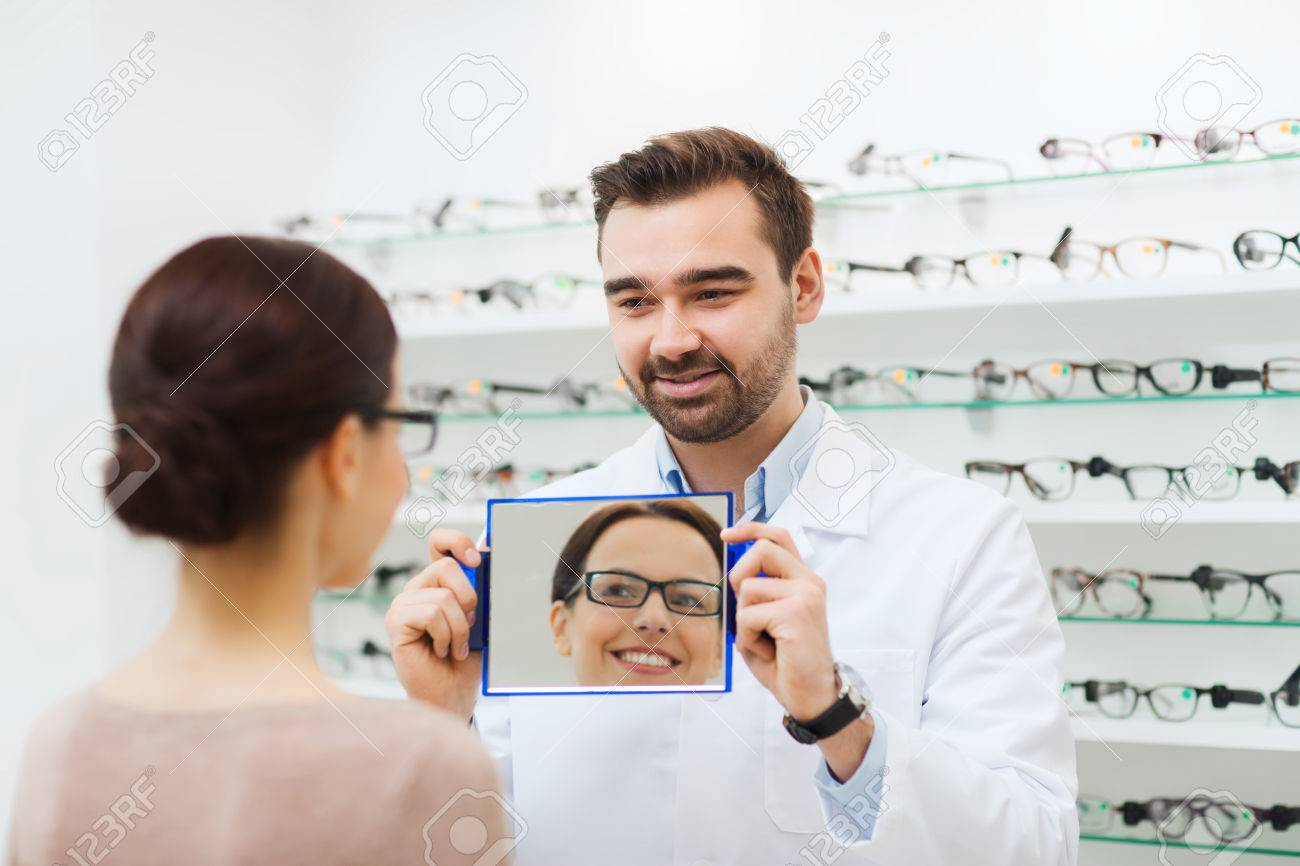 Gesundheitswesen, Menschen, Sehkraft Und Vision-Konzept - Optiker ...