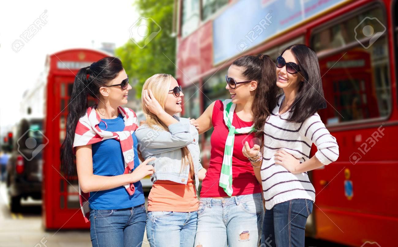 junge teenager mädchen in den öffentlichen