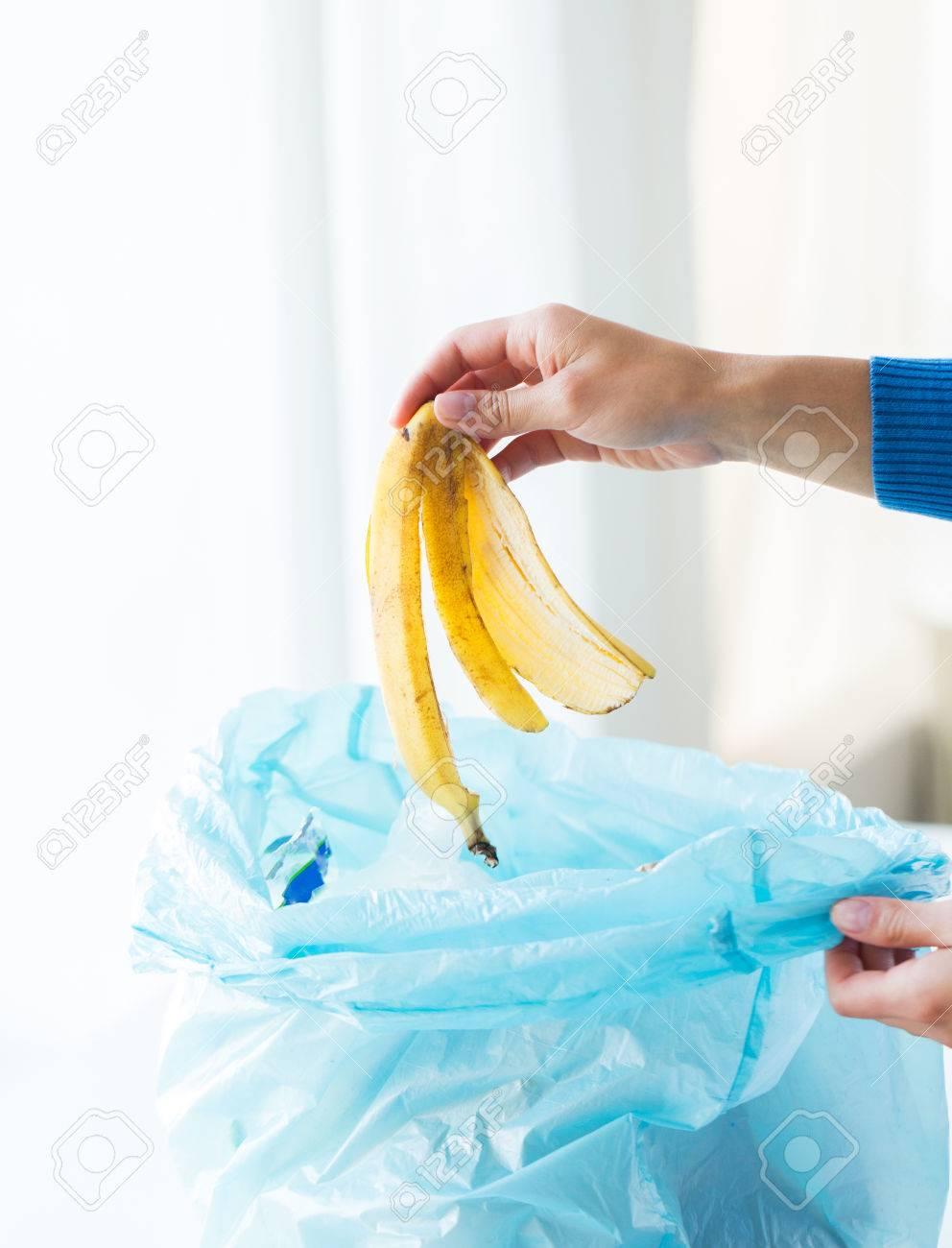 Del Residuos Cerca Alimentos Cáscara Y Plátano La Concepto Reciclaje Ambiente Basura Bolsa Medio Archivo De El Foto Poner Ecología wqagtBxgR