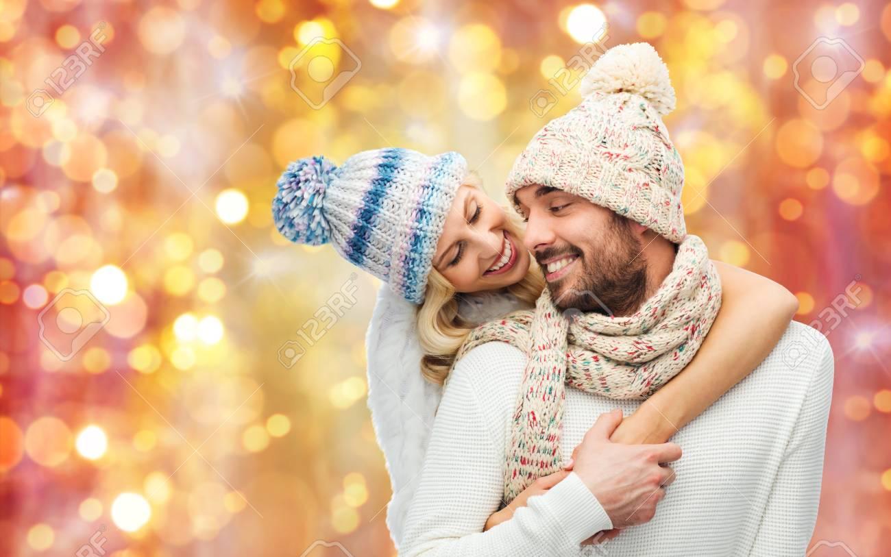 Winter, Mode, Paar, Weihnachten Und Menschen Konzept - Lächelnd Mann ...