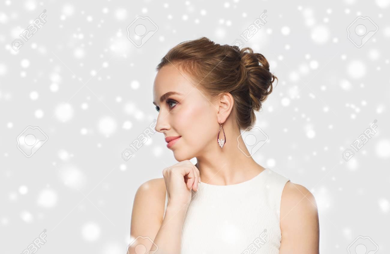Schmuck, Luxus, Weihnachten, Feiertage Und Menschen Konzept ...