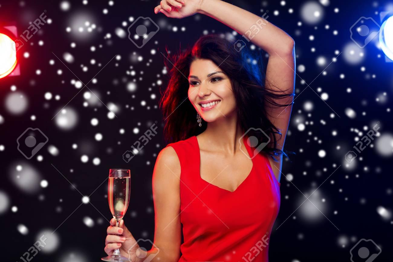 Menschen, Winterurlaub, Party, Nacht Lifestyle Und Freizeit-Konzept ...