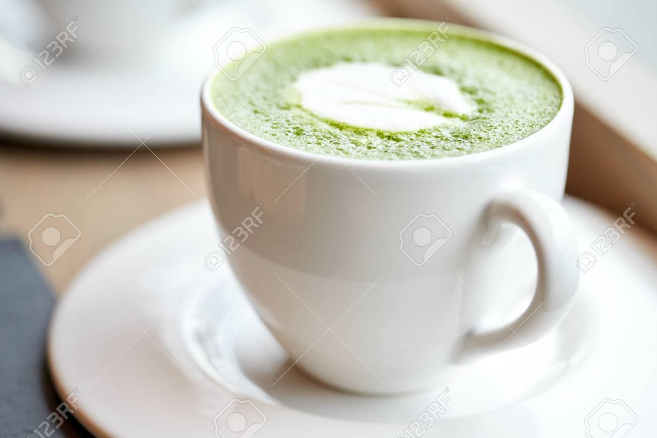 Getränk, Diät, Gewichtsverlust Und Abnehmen Konzept - Weiße Tasse ...