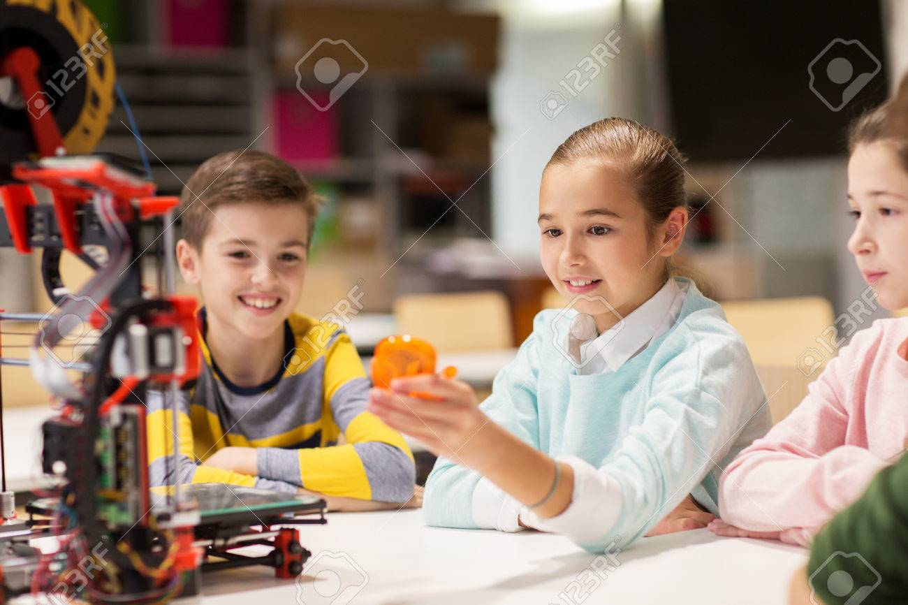 happy children with 3d printer at robotics school Standard-Bild - 68985556