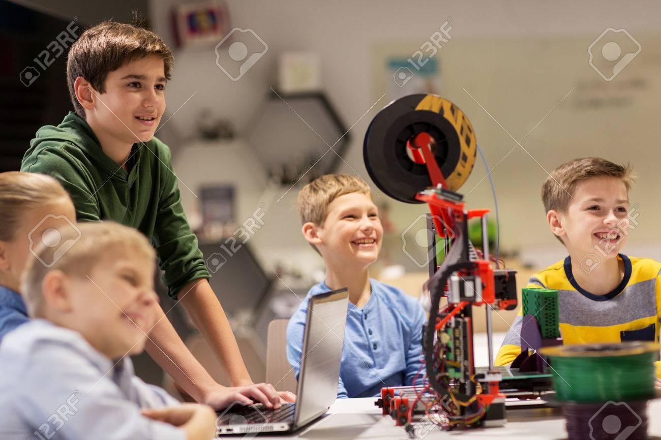 happy children with 3d printer at robotics school Standard-Bild - 69062354