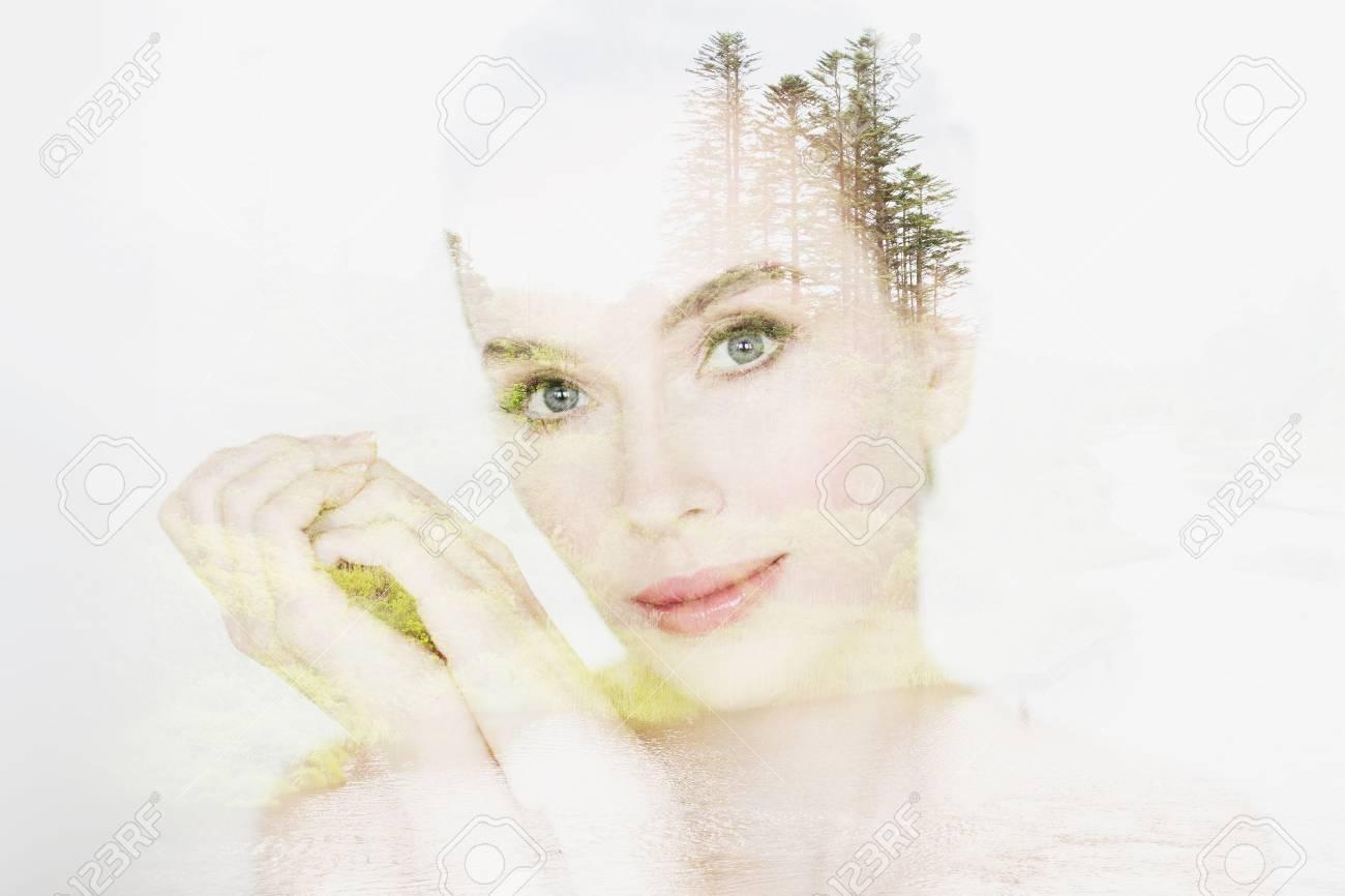 Concept De Personnes Nature Et Beaute Visage De Belle Jeune Femme Avec Effet De Double Exposition Naturelle Sur Fond Blanc