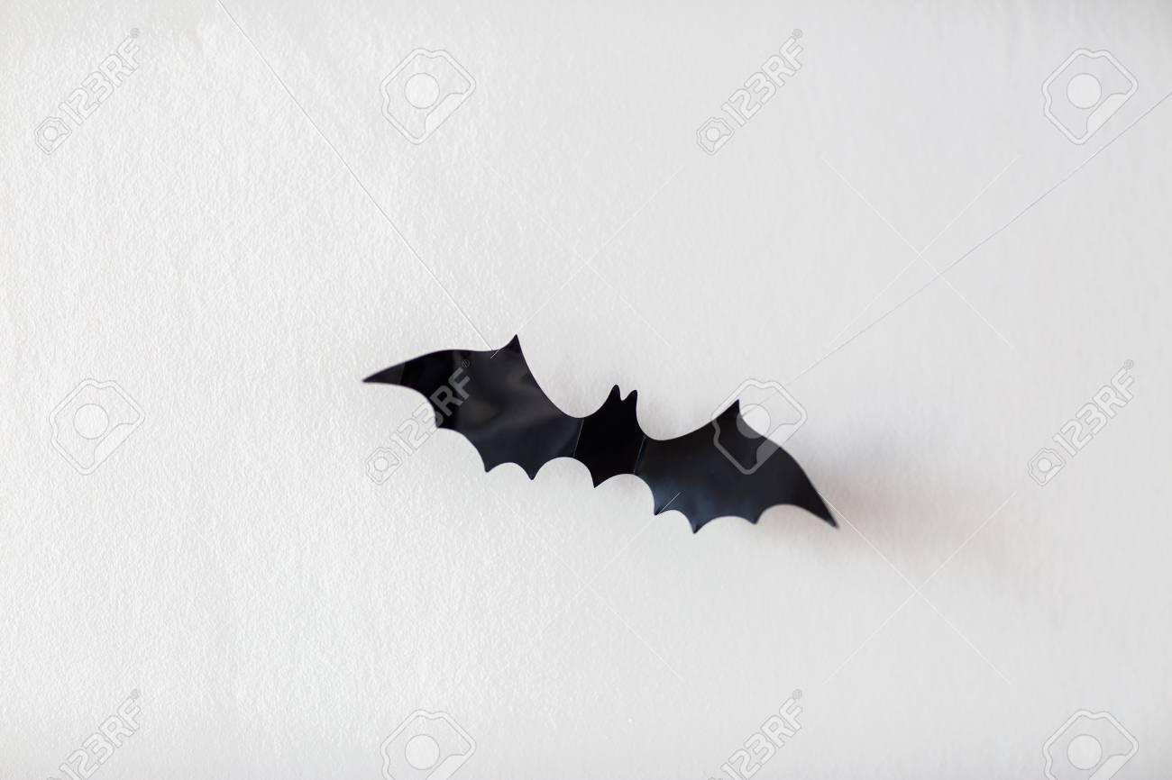 Halloween Dekoration Der Fledermaus Hangt An Schnuren Lizenzfreie Fotos Bilder Und Stock Fotografie Image 84856961