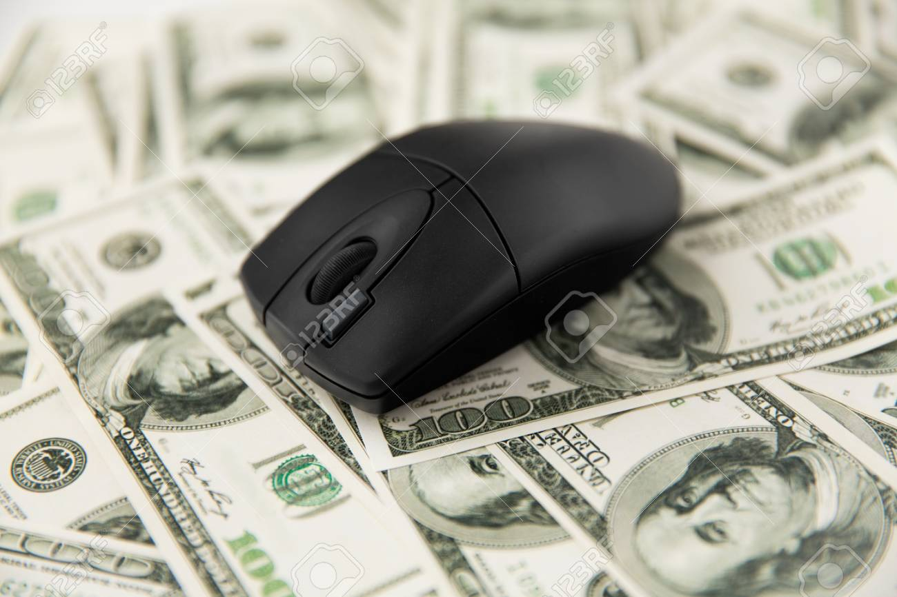 Close up of computer mouse on us dollar money - 120571287