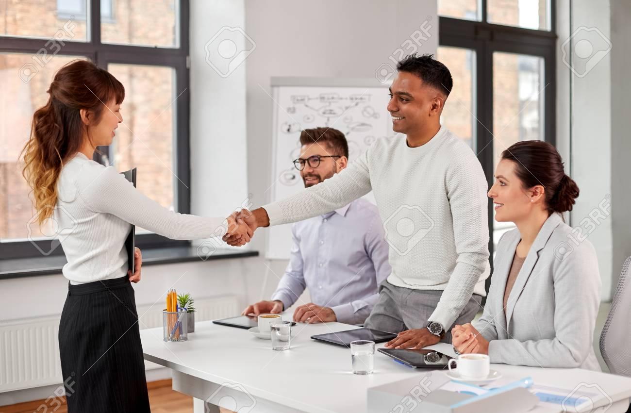 Recruiters having job interview with employee - 121996664