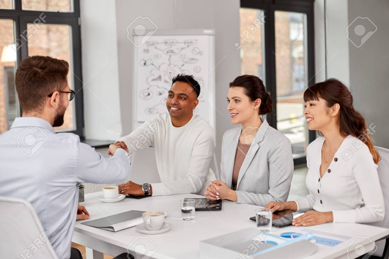 Recruiters having interview with employee - 123602826