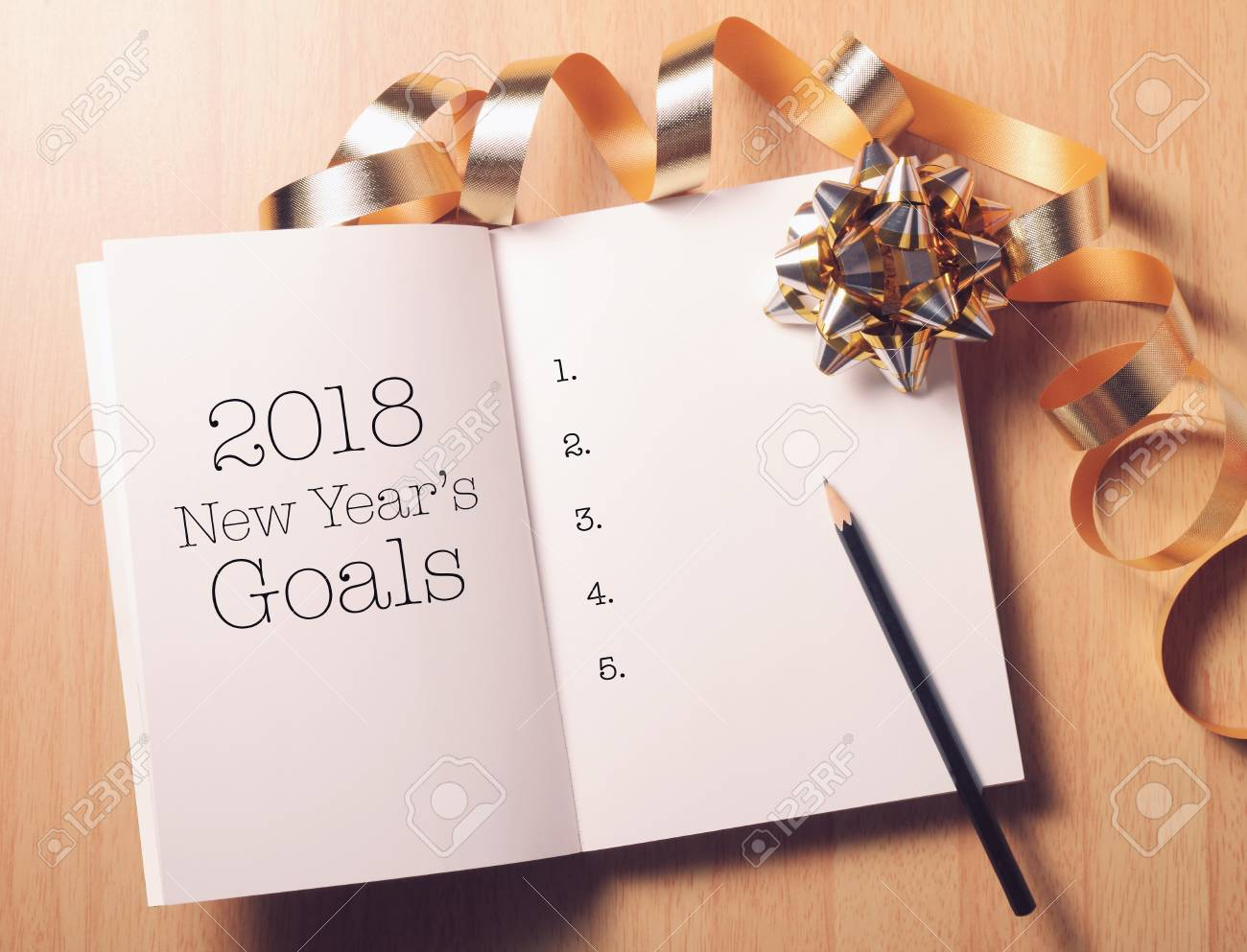 Goals 2018 list with decoration.Discover how setting goals can bring more happiness in your life. - 91428562