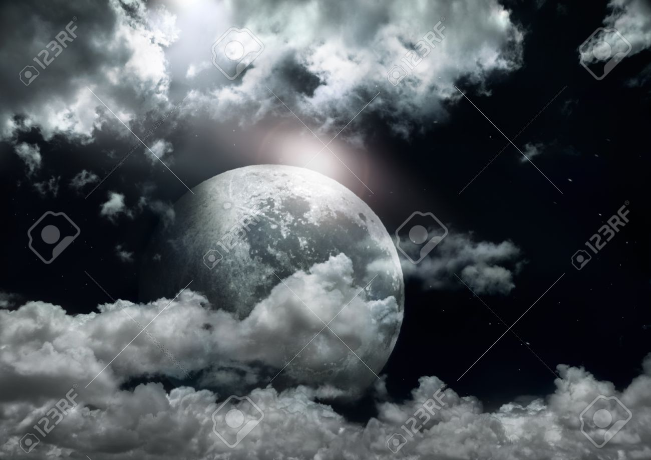Full moon in a cloudy night. Stock Photo - 14832742