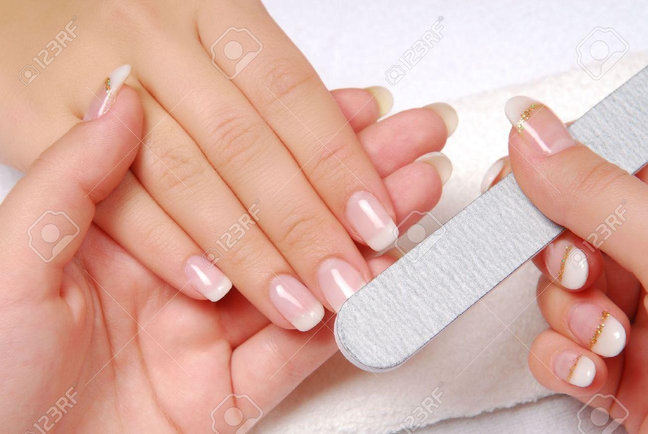 Nagel-Kosmetik Studio Polieren Weiblichen Nägel Lizenzfreie Fotos ...