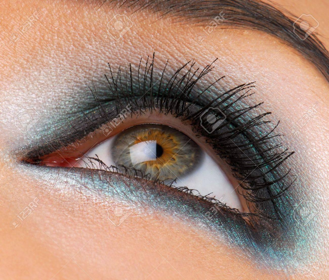Beautiful green make-up, macro shot of female human eye Stock Photo - 3757063