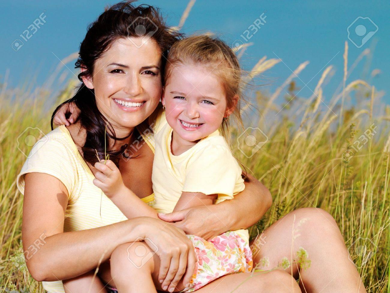 Фото мама и дочь на природе 6 фотография