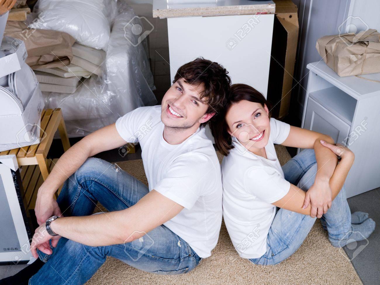 Русская молодая пара в квартире 1 фотография