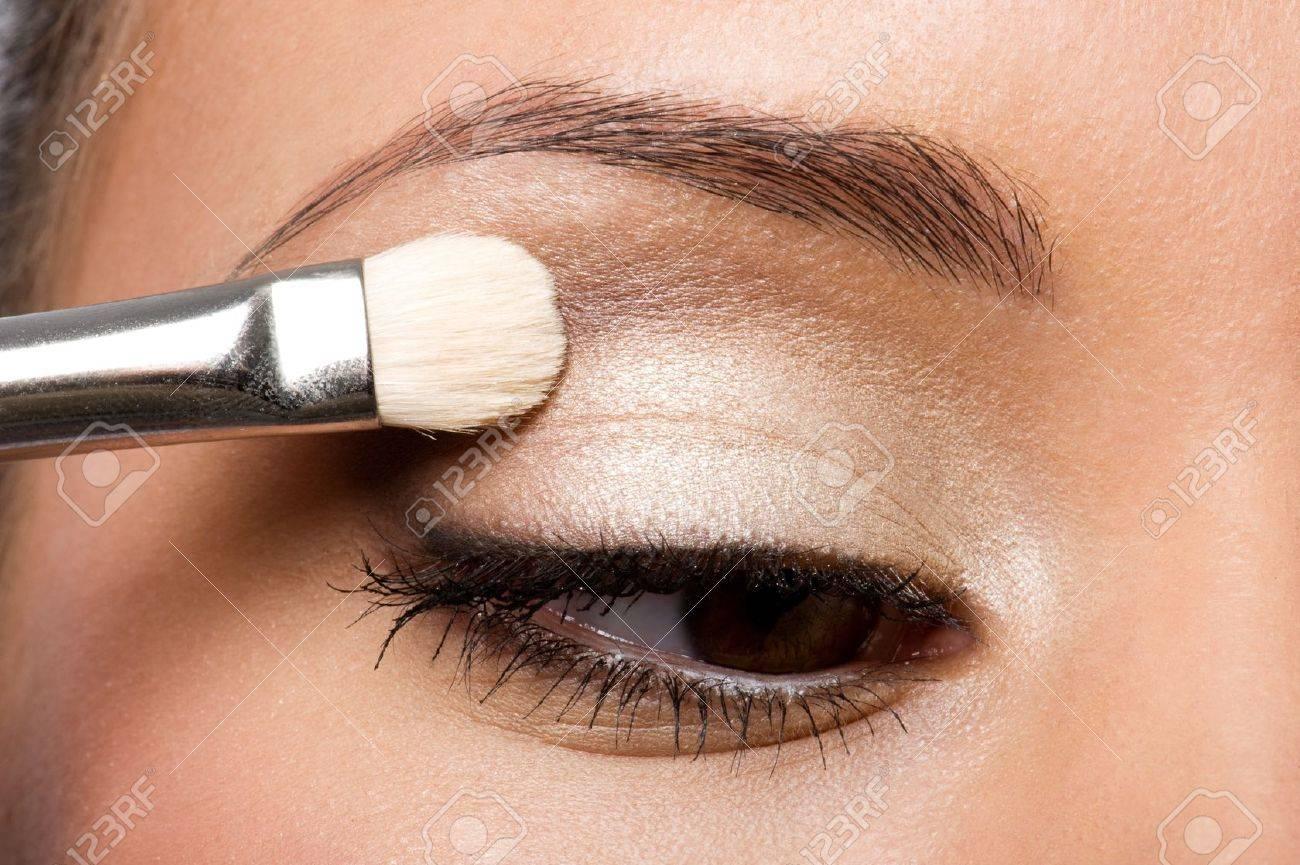 woman applying eyeshadow on eyelid using makeup brush Stock Photo - 8040949
