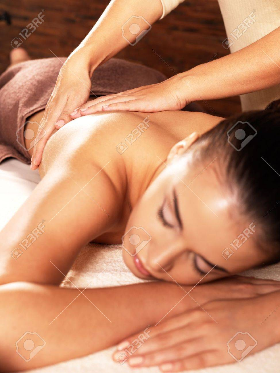 Masseur doing massage on woman body in the spa salon. Beauty treatment concept. Stock Photo - 16578459