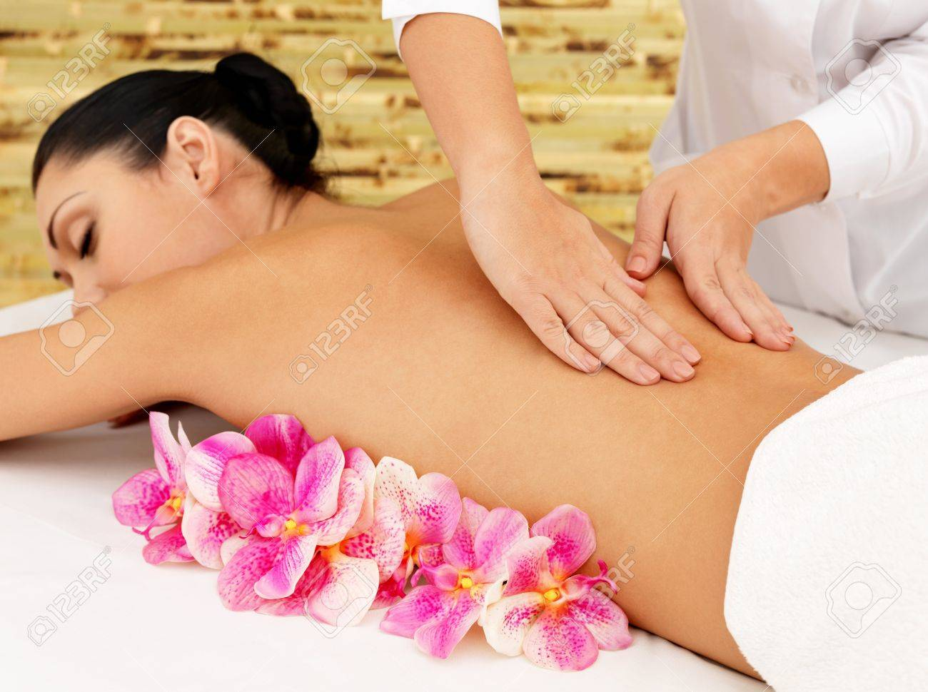 Woman on healthy massage of body in the spa salon. Beauty treatment concept. Stock Photo - 17853345