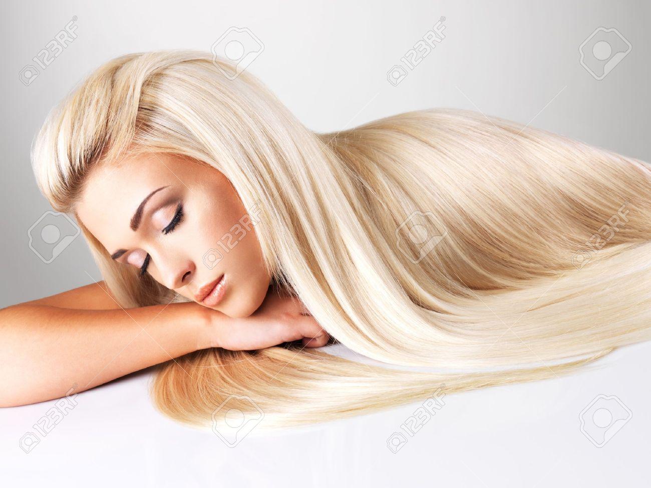 Пышные блондинки с длинными волосами 19 фотография