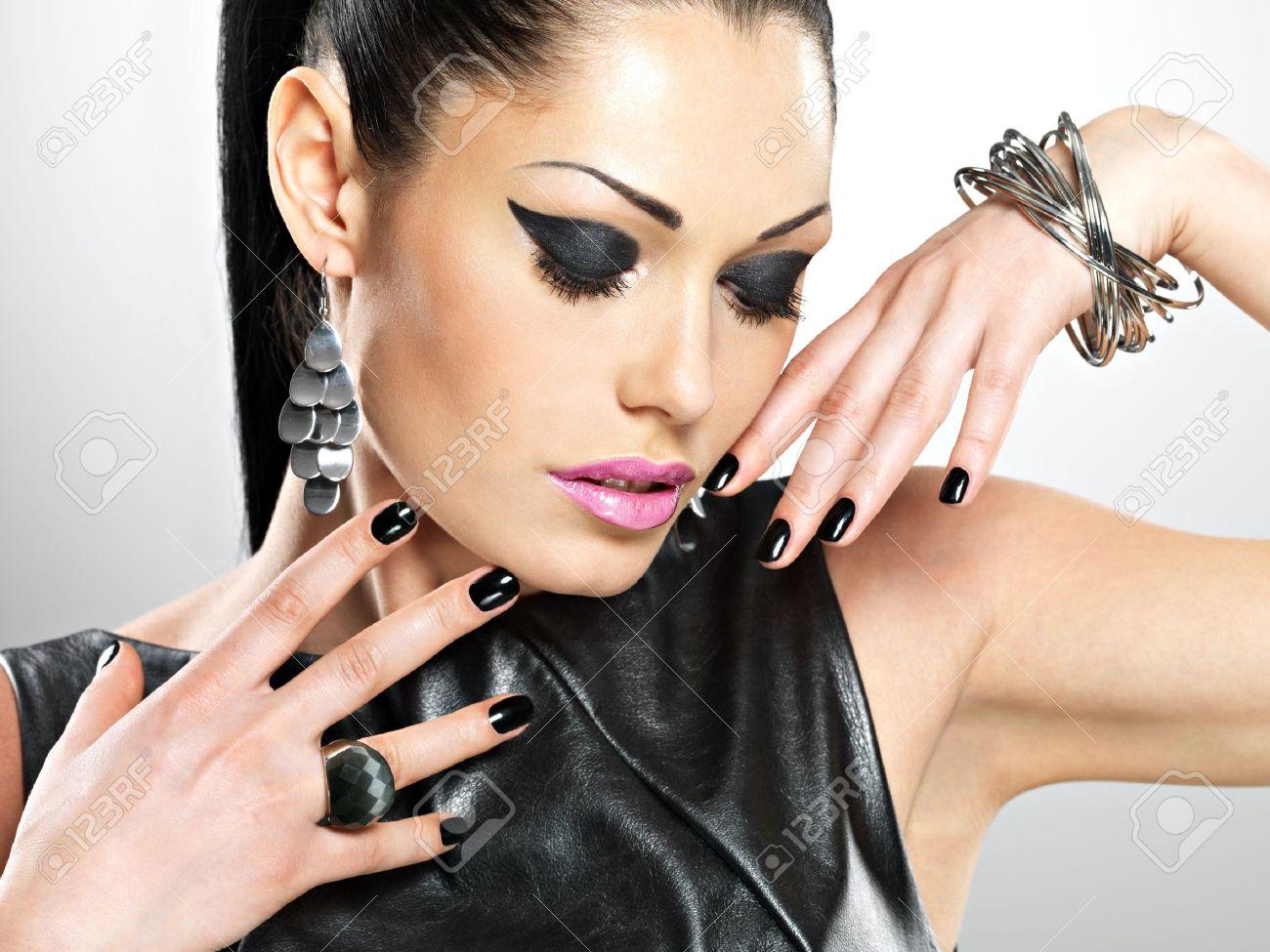 Девушки на с красивыми ногтями на