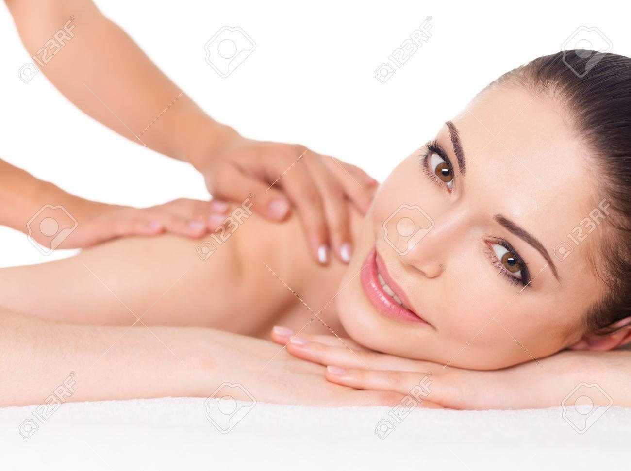 Mujer Que Tiene Masaje De Cuerpo En El Salon De Spa Belleza