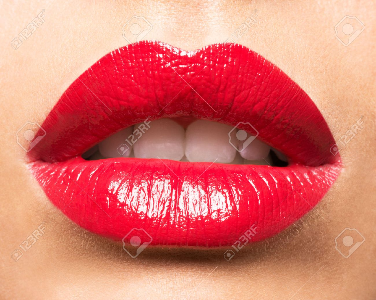 Woman's lips with red lipstick. Glamour fashion bright gloss make-up. Banque d'images - 44898896