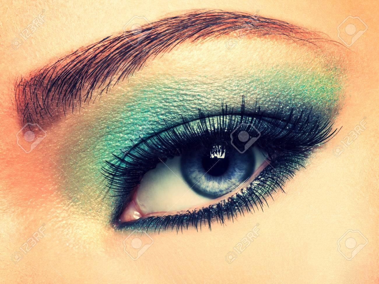 Auge Der Frau Mit Grünen Augen Make Up Lange Wimpern Lizenzfreie