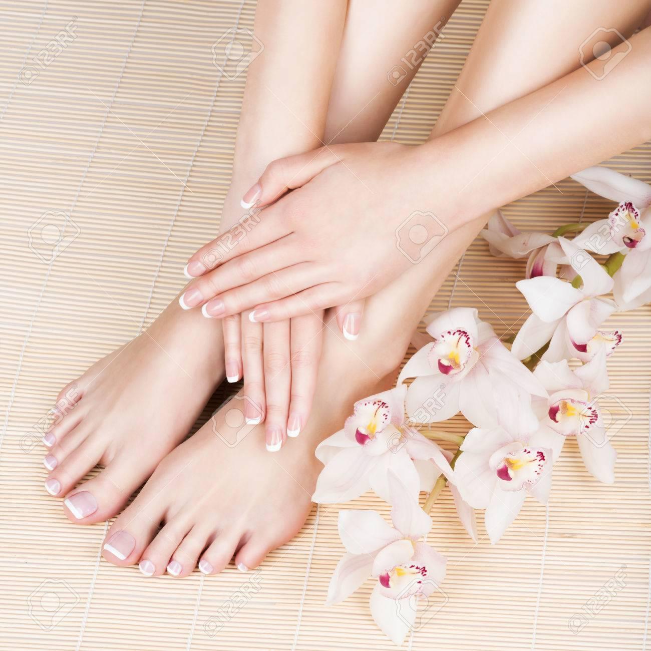 photo Gros plan d'un pied féminin au spa salon sur pédicure et procédure de manucure - Soft Image de mise au point Banque d'images - 54100875