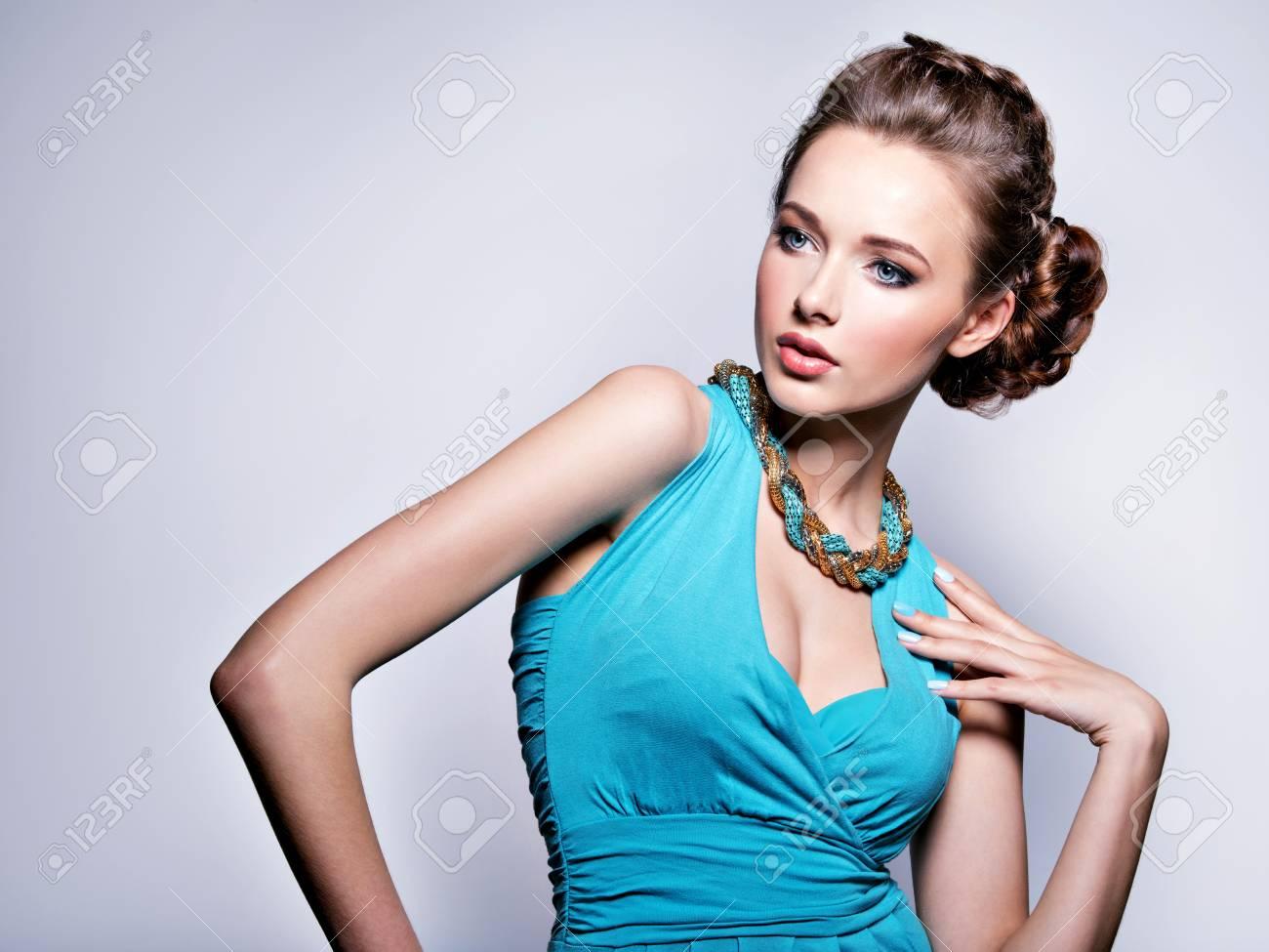 Vestido azul klein unas