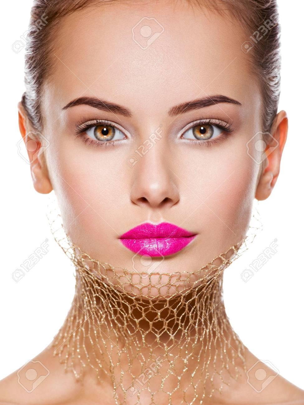 Fashion portrait of a beautiful  girl wears veil on neck. bright make-up. Isolated on white background Banque d'images - 54183894