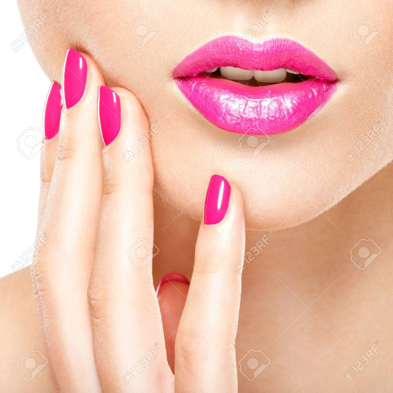 Closeup woman hand with pink nails near lips. Fingernails with pink manicure Banque d'images - 54185033