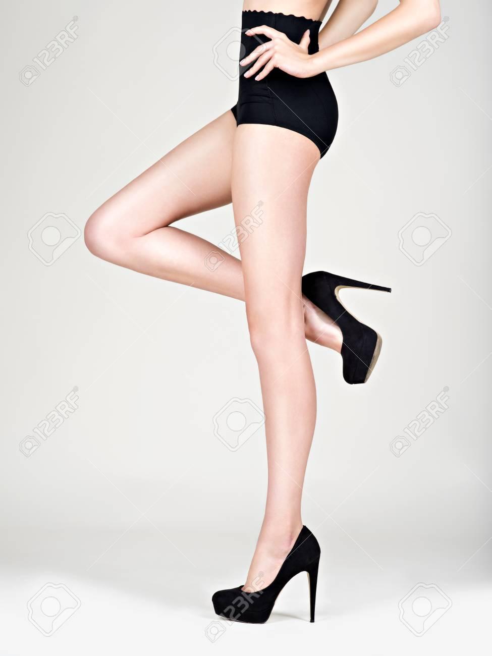7d6c61e2b65 예쁜 여자 하이힐 패션, 검은 색 팬티 - 스튜디오 로열티 무료 사진 ...