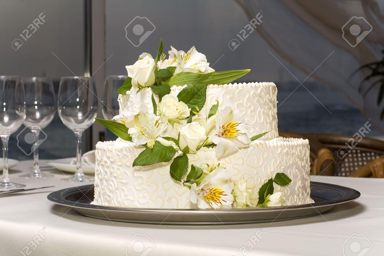 White Wedding Cake With Fresh Flowers On A Metal Tray Stock Photo ...