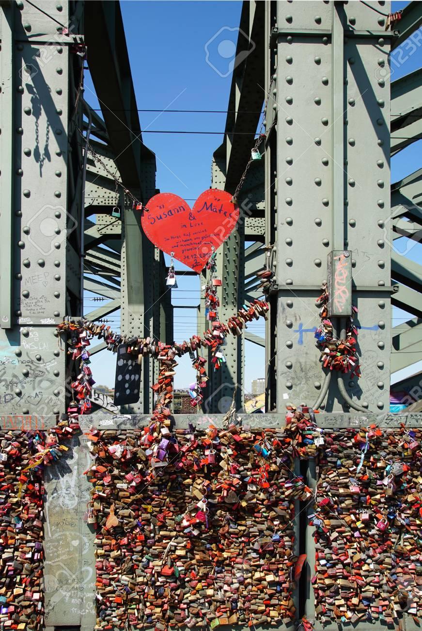 Brücke mit liebesschlössern