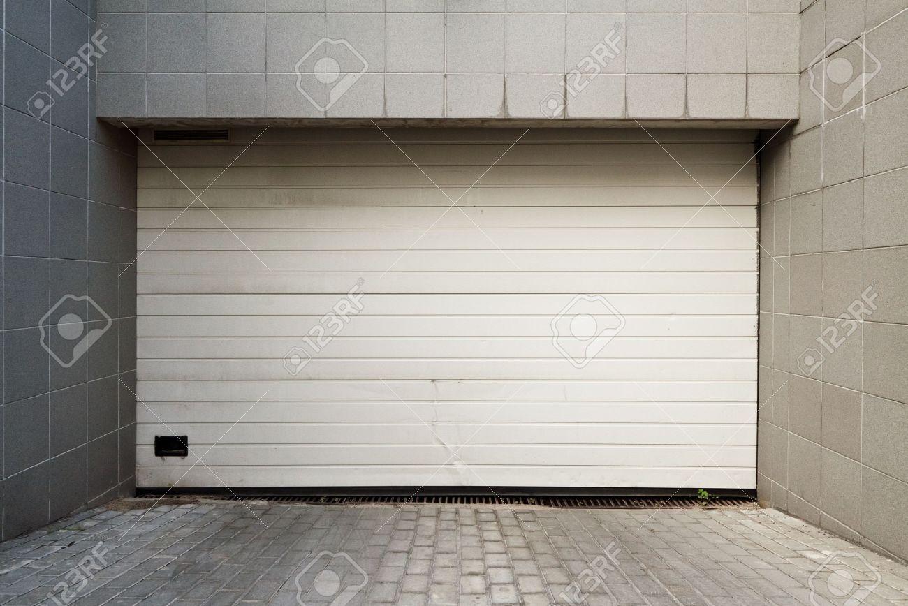porte de garage etroite
