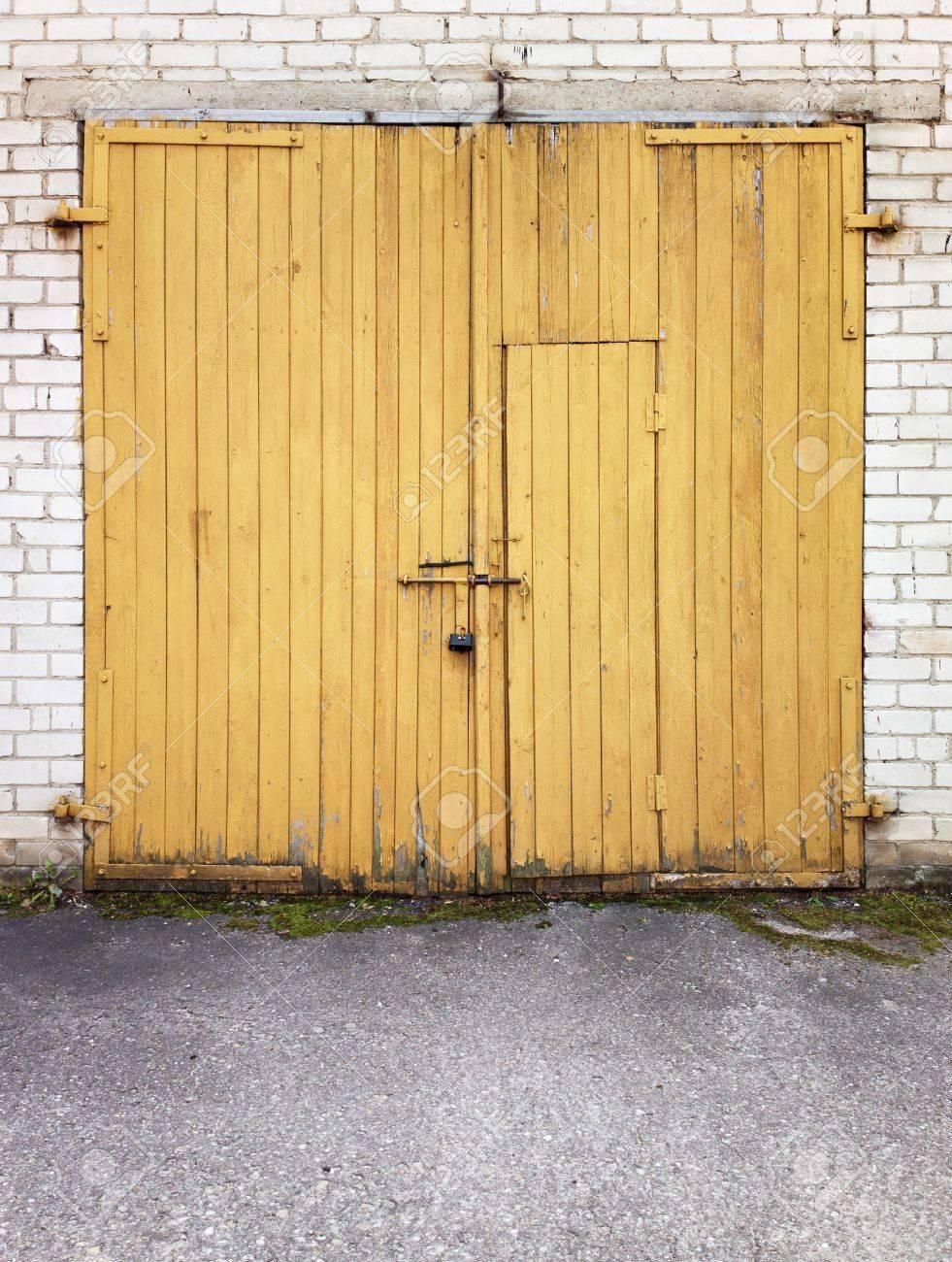 Close yellow garage doors Stock Photo - 14517616