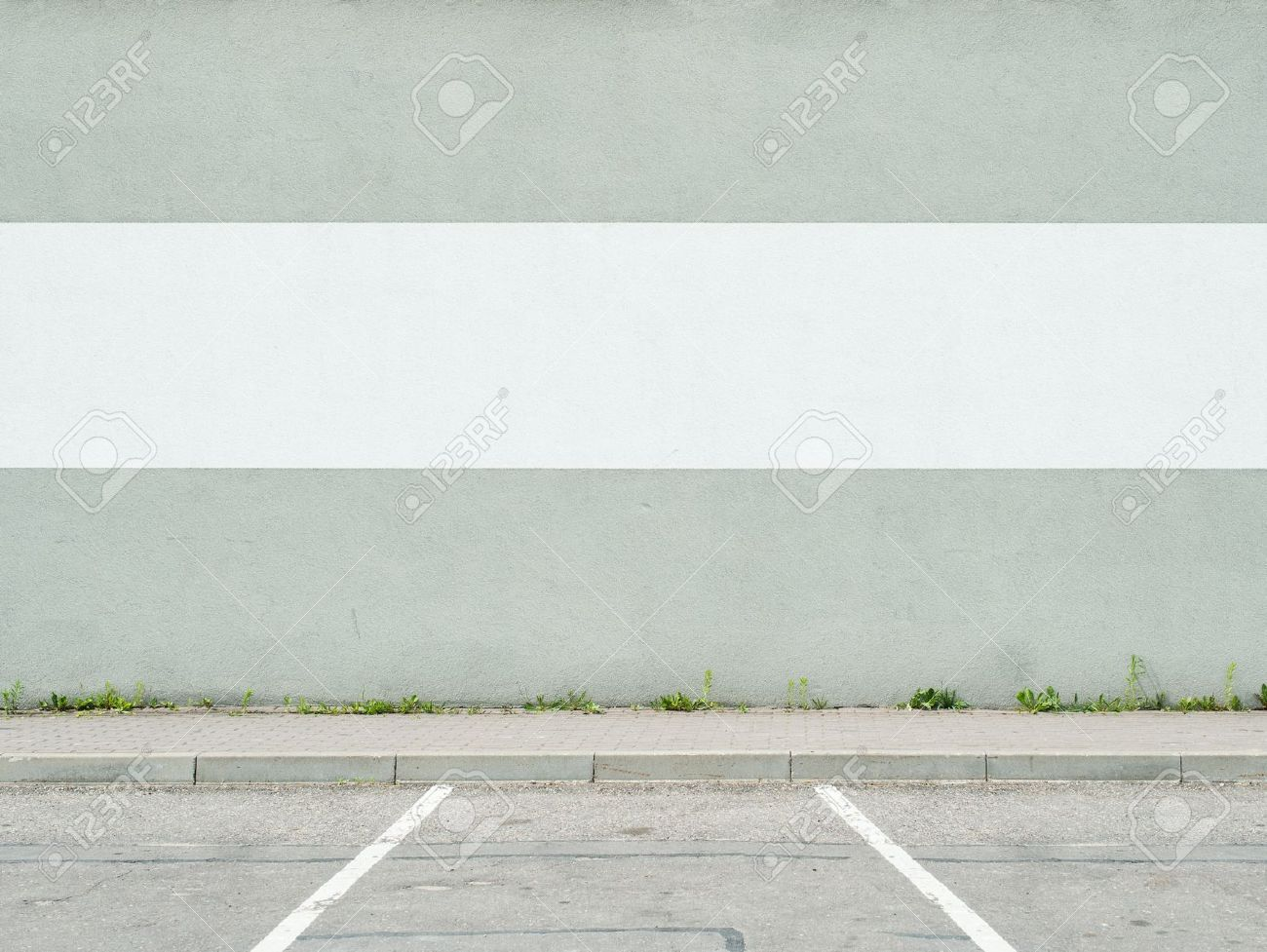Parking lot wall and sidewalk Stock Photo - 20612971