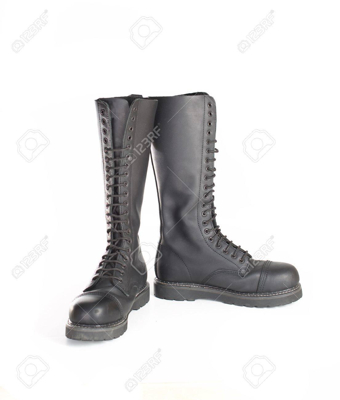 de067d33 Nuevas botas altas con cordones de caña alta de cuero negro con 20 ojales y  acero de los pies. Botas de trabajo de combate Moda usado por hombres y ...