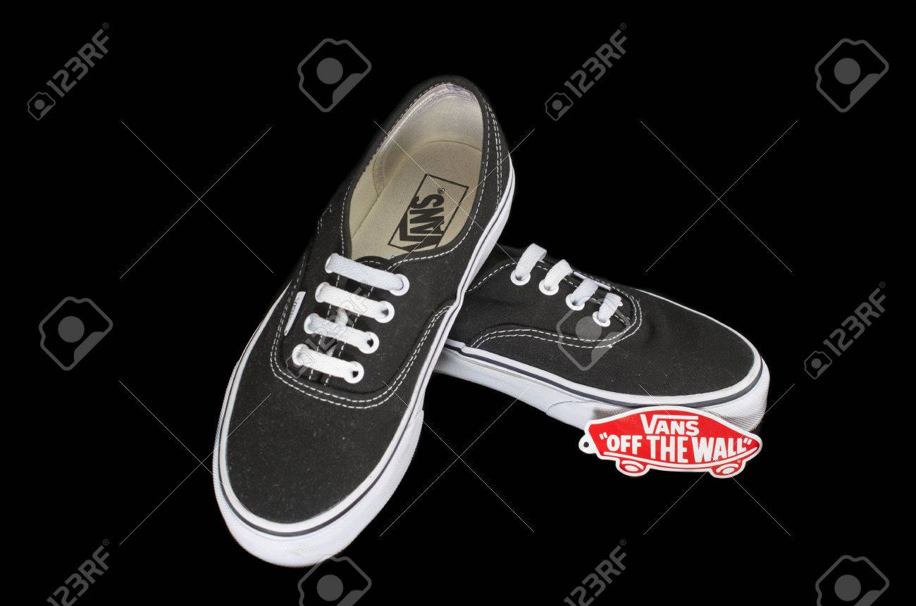chaussures vans of the wall