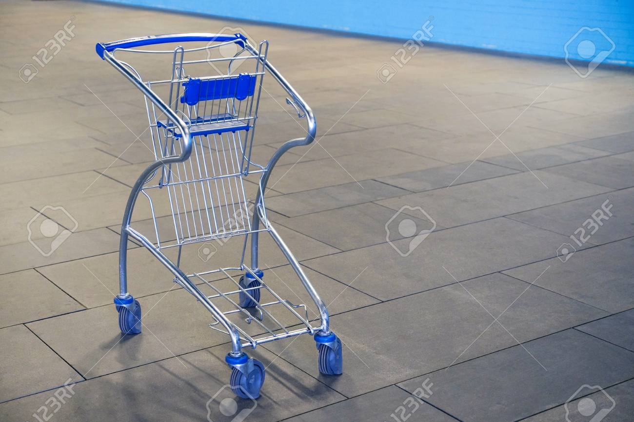 Small empty food basket trolley with child seat. - 113118253