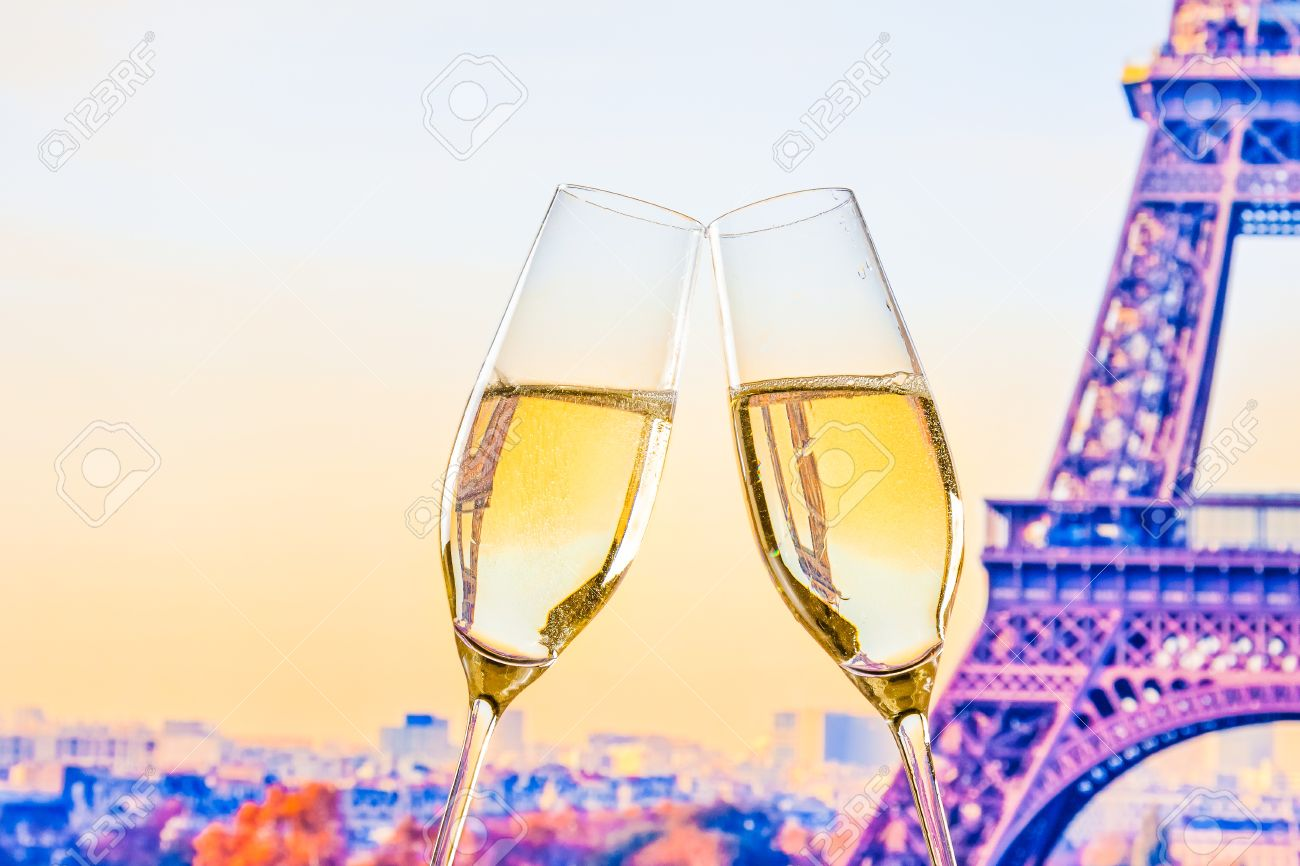 a pair of champagne flutes with golden bubbles make cheers on blur tower Eiffel background valentine day concept - 31204994