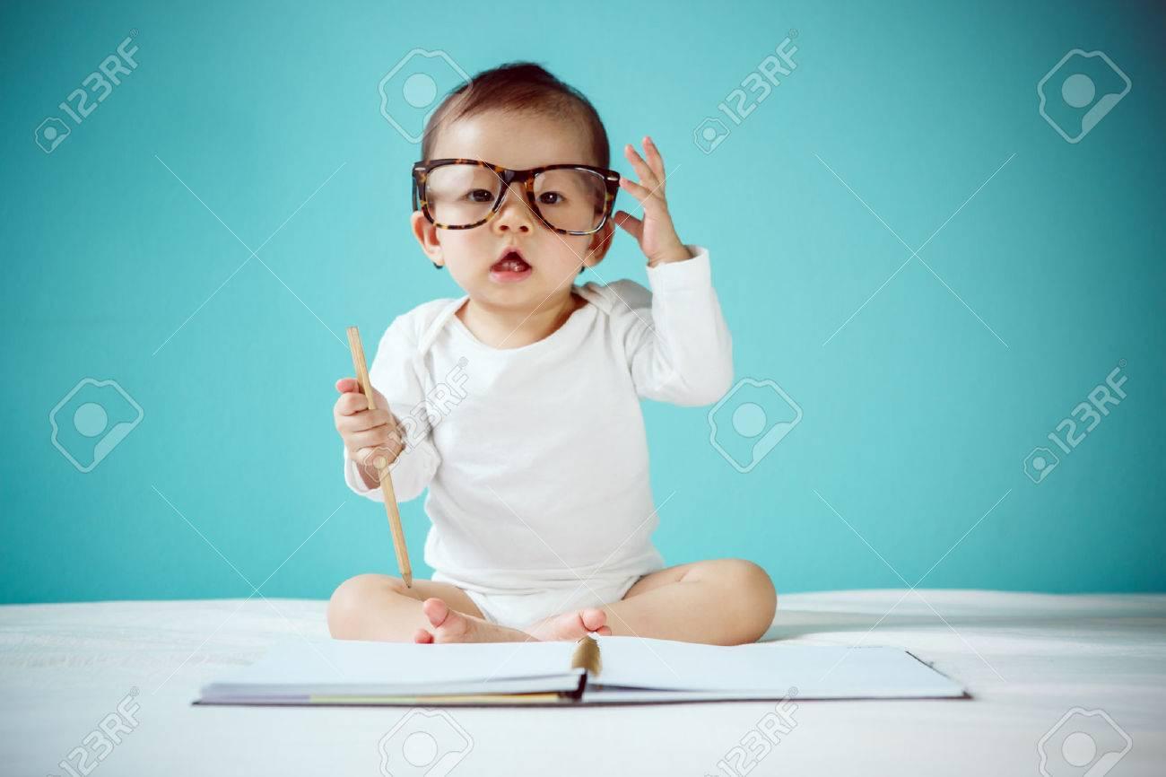 Infant child crawl - 41313147