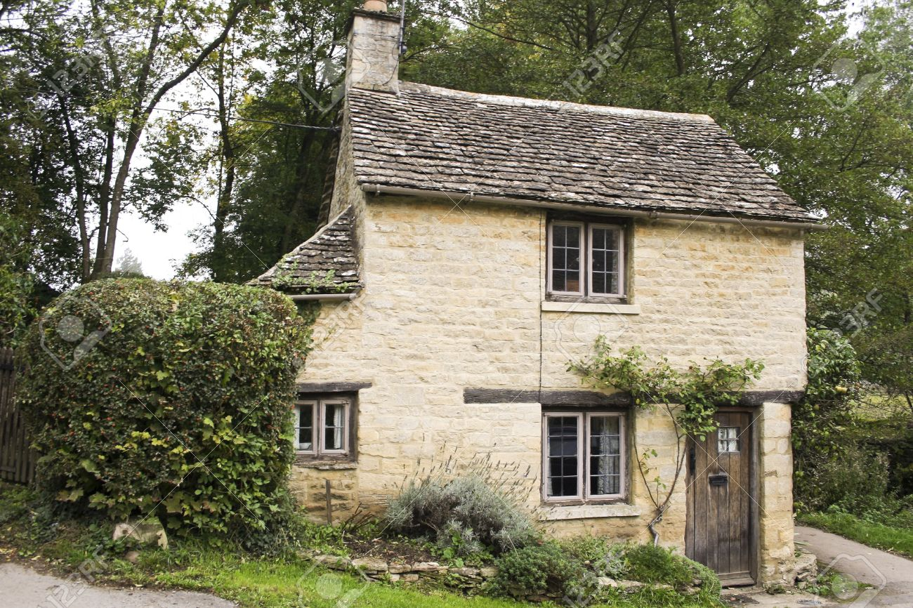 small golden limestonoe cottage in the village of bibury in the cotswalds, gloucestershire, england Stock Photo - 12789931