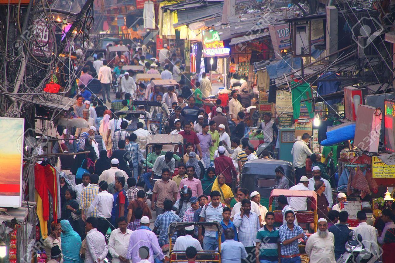 Blick Auf Chawri Bazar Straße Voller Menschen Am Abend Von Jama Masjid, Old  Delhi, Indien. Lizenzfreie Fotos, Bilder Und Stock Fotografie. Image  38088100.