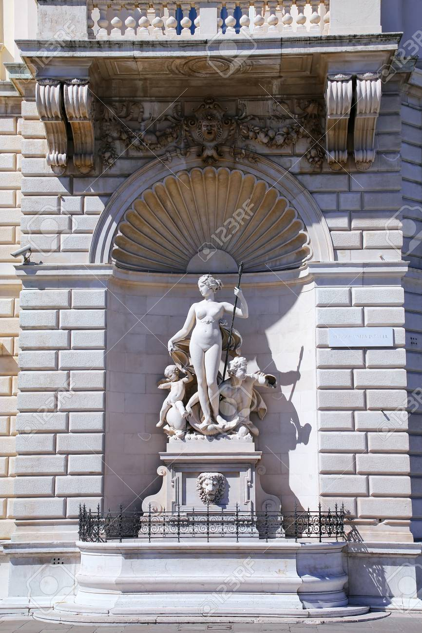 Statues on the facade of Palazzo del Lloyd Triestino on Piazza