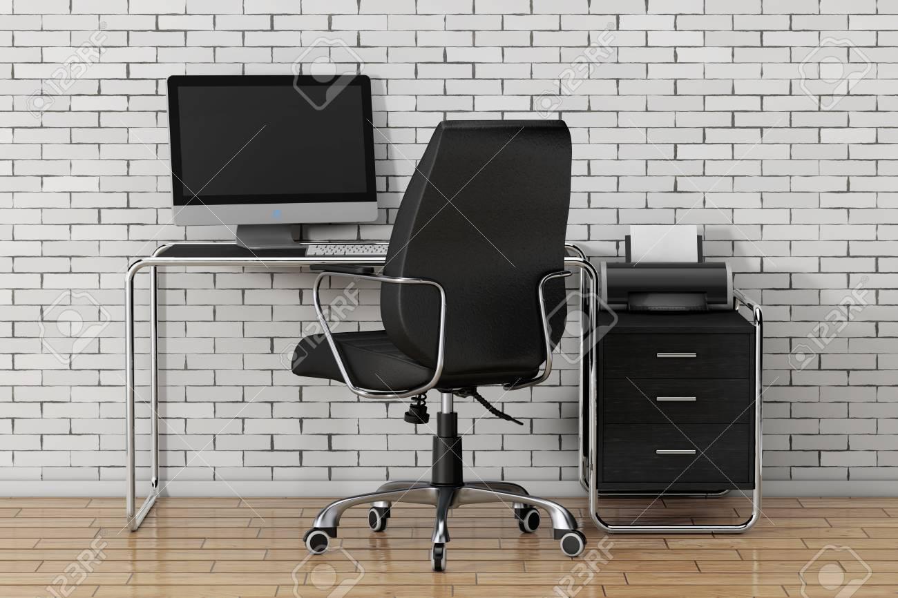 Tavolo Di Ufficio : Il computer portatile creativo creativo è sul tavolo di ufficio